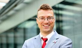 Dr. Lukas Pichler
