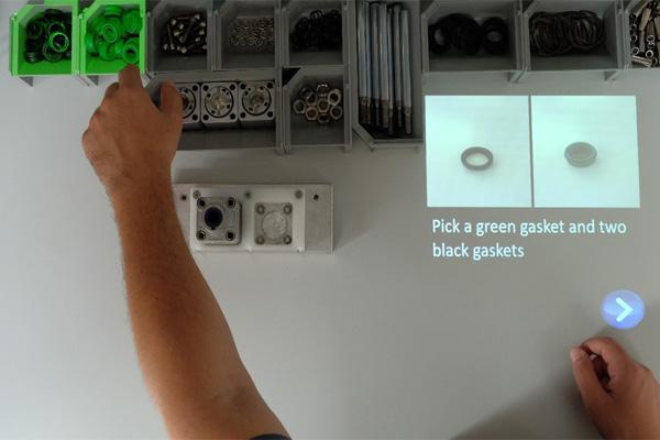 Un sistema di assistenza per la visualizzazione di informazioni e la guida assistita nel montaggio (fonte: Smart Mini Factory – unibz)
